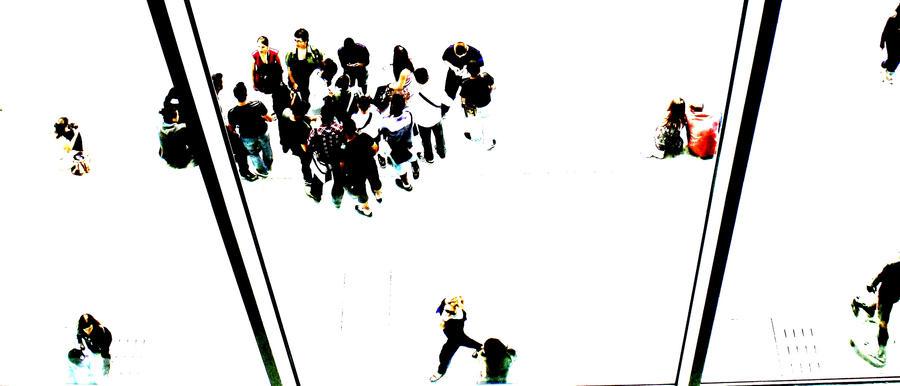 MOMA crowd 1 by lesley-oldaker