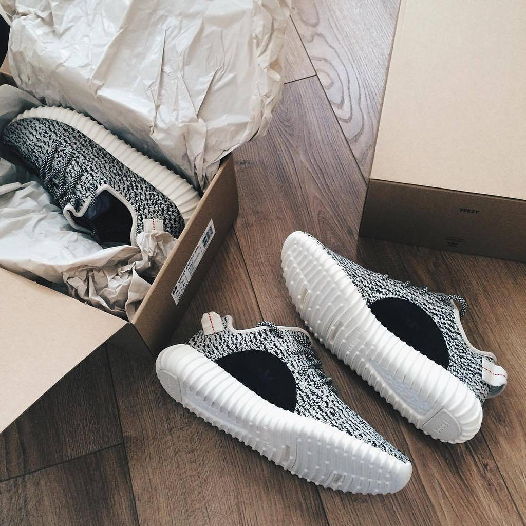 "adidas YEEZY Boost 350 V2 ""Black/White"" Not Releasing This Week"