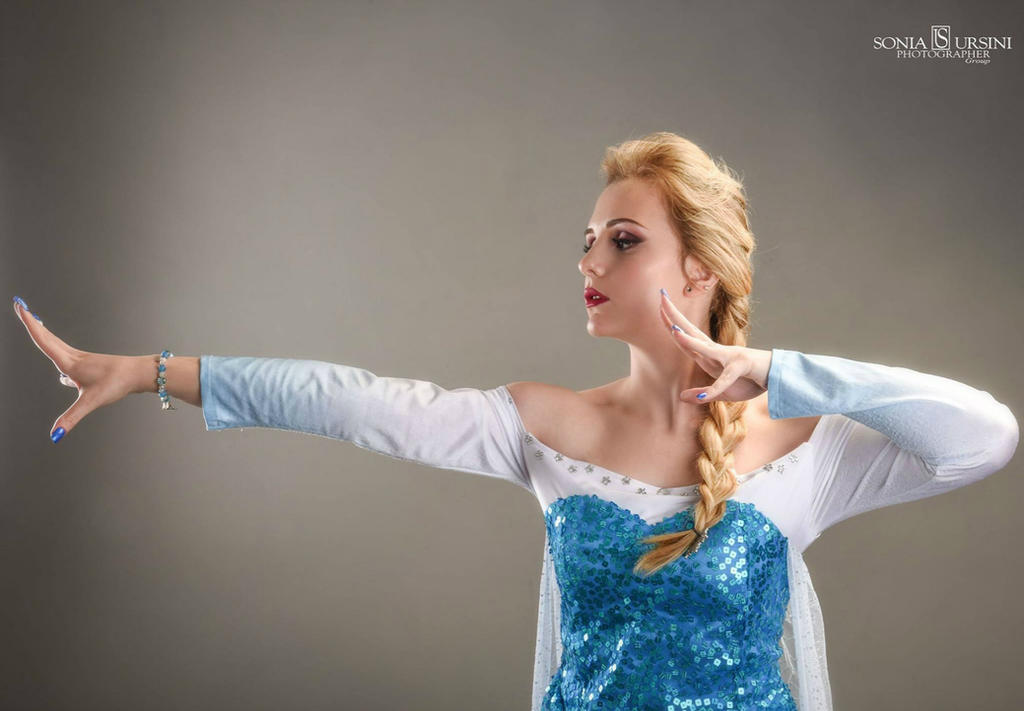 Frozen Cosplay by GlowingSnow