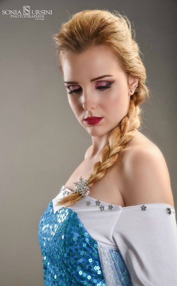 Queen of Arendelle by GlowingSnow
