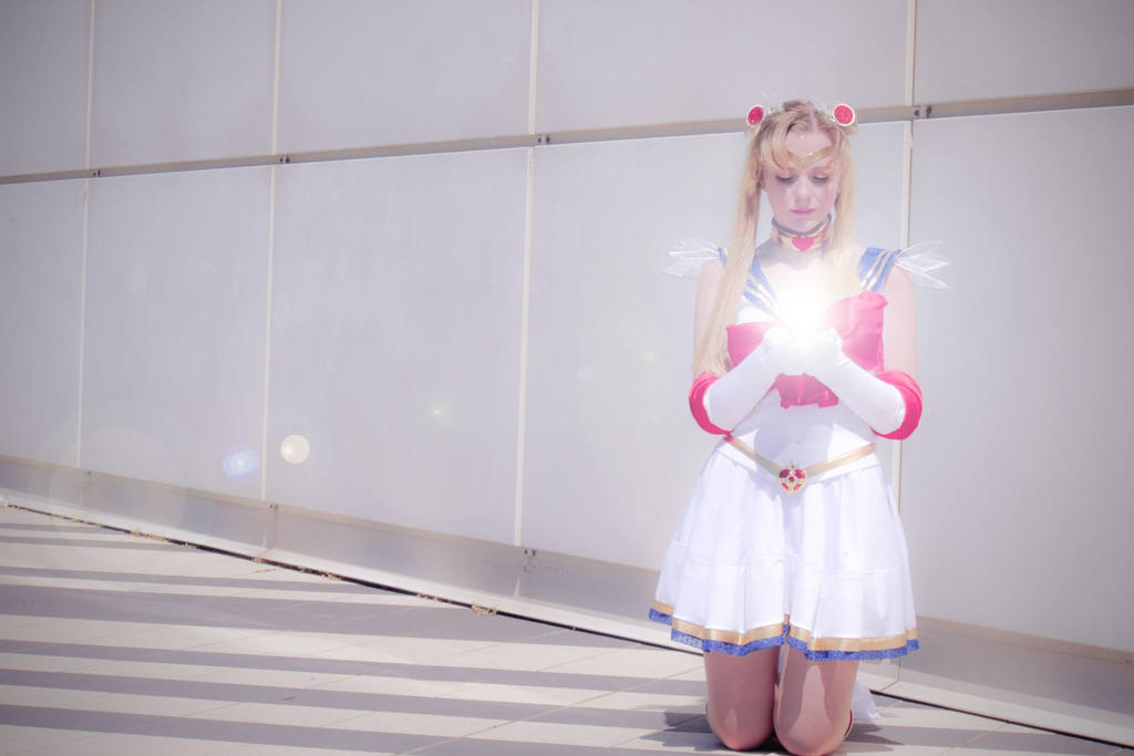 Moon Chalice (Super Sailor Moon Cosplay) by GlowingSnow