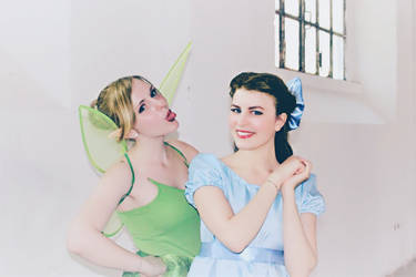 Funny Tink and pretty Wendy (Cosplays)