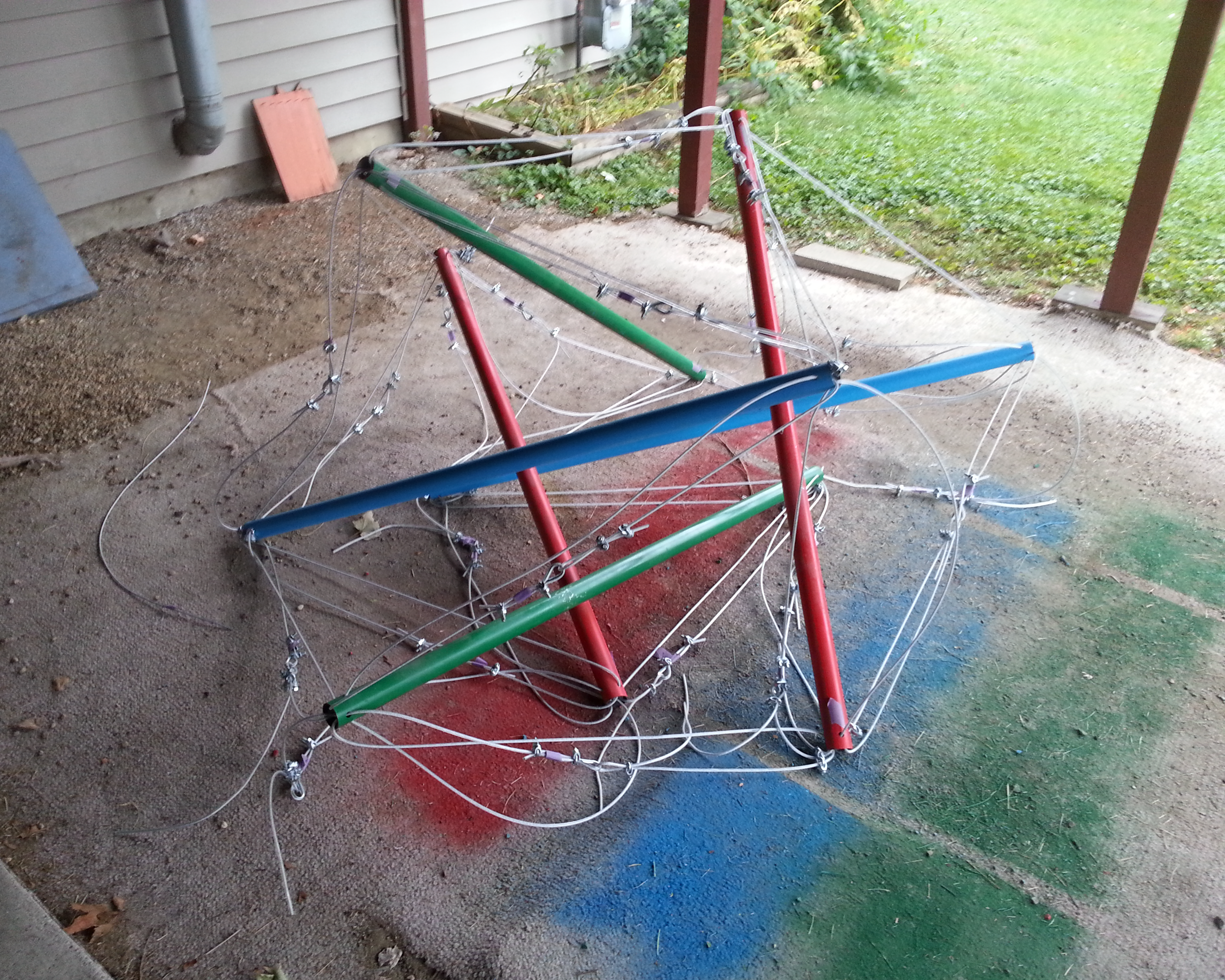 Partially assembled tensegrity by SmilingY