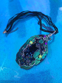 Rainbow Geode Necklace with Stars (1)