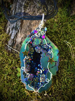 Rainbow Geode Necklace with Stars (2)