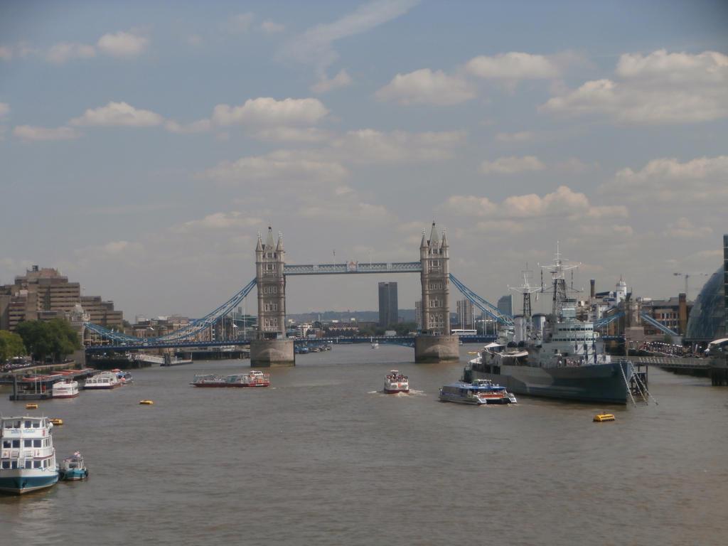 London by Vampirella2873