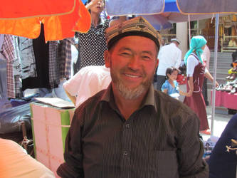 Kashgar Street Market by MacroRufus