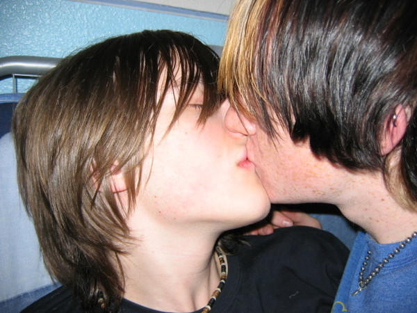 The kiss by savemybleedingheart