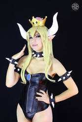 Bowsette Cosplay from Super Mario Bros. 1 by Enolla