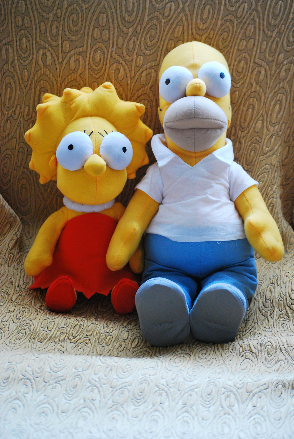 Plushie Lisa and Homer by GladiatorRomanus