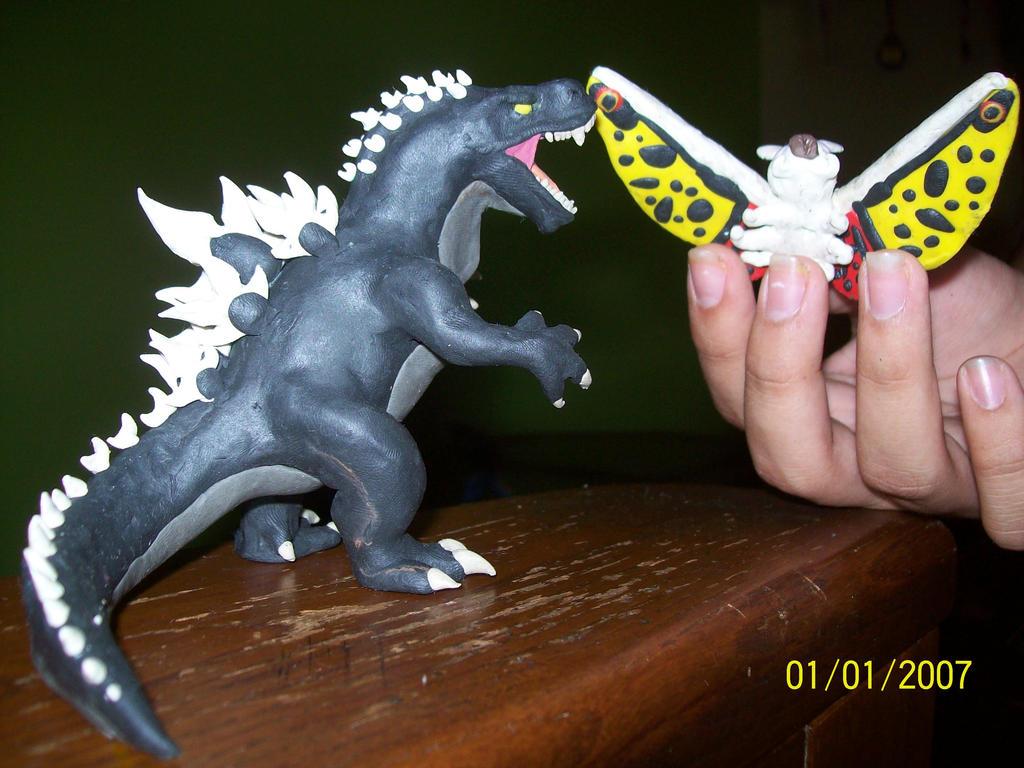 Godzilla 2014 vs Mothra ( bottom view ) by ...