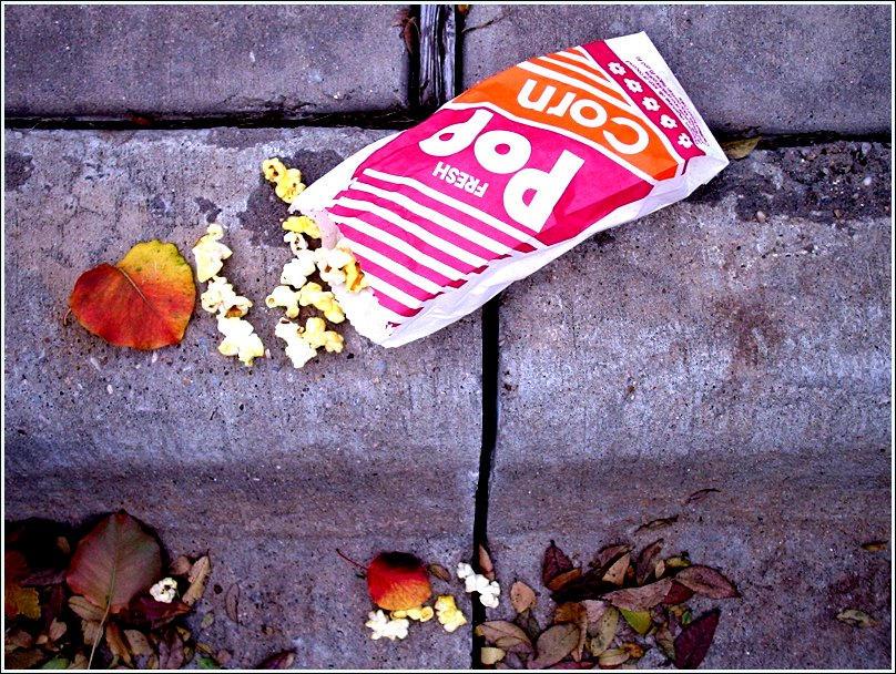"""Obrázek """"http://fc05.deviantart.com/fs5/i/2004/344/e/9/POPcorn_by_PainkillerZombie.jpg"""" nelze zobrazit, protože obsahuje chyby."""
