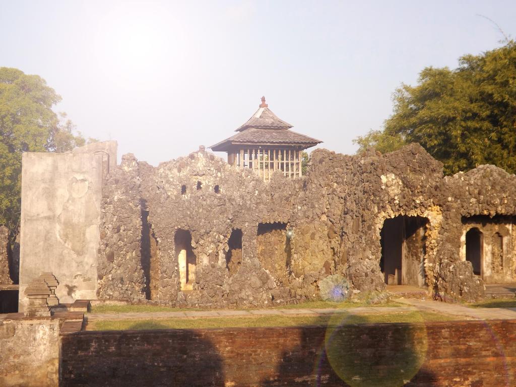 Cirebon Indonesia  city pictures gallery : Goa Sunyaragi, Cirebon, Indonesia by nardiansyahhidayat on DeviantArt