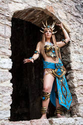 Bronze Dragon Queen_ Who want my time?