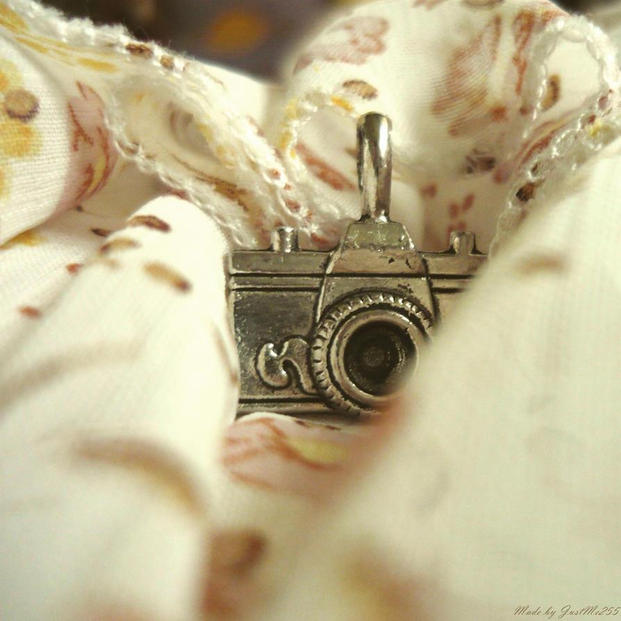 Little beauty.. by Iulia-Oprinesc