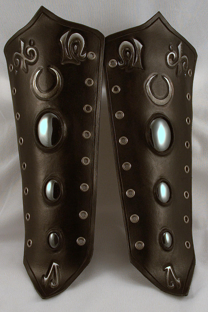 Raven Herald Leather Bracers by ArmouredWolf907