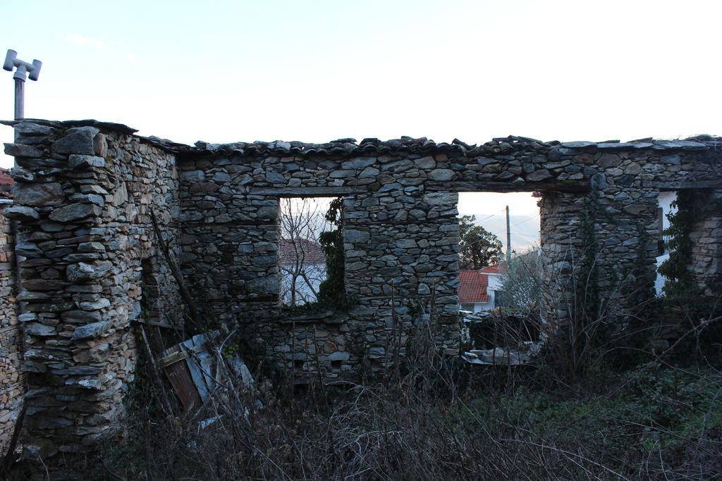 ruins by MyBrightSide33
