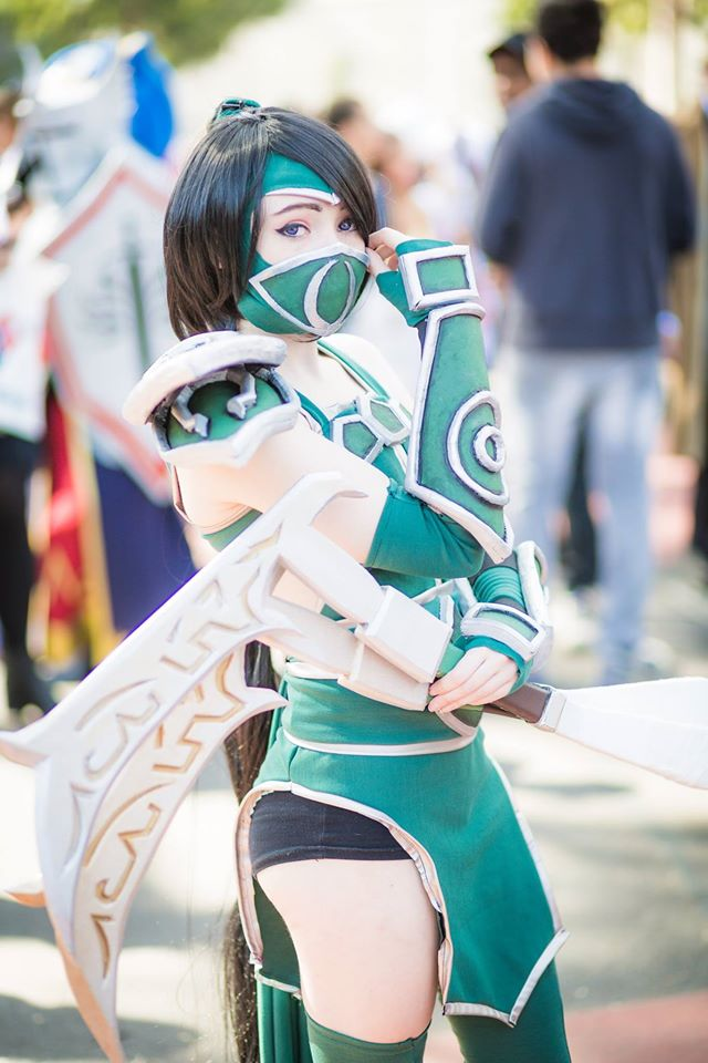 Akali - League of Legends Cosplay by Mistzy by Mistzy