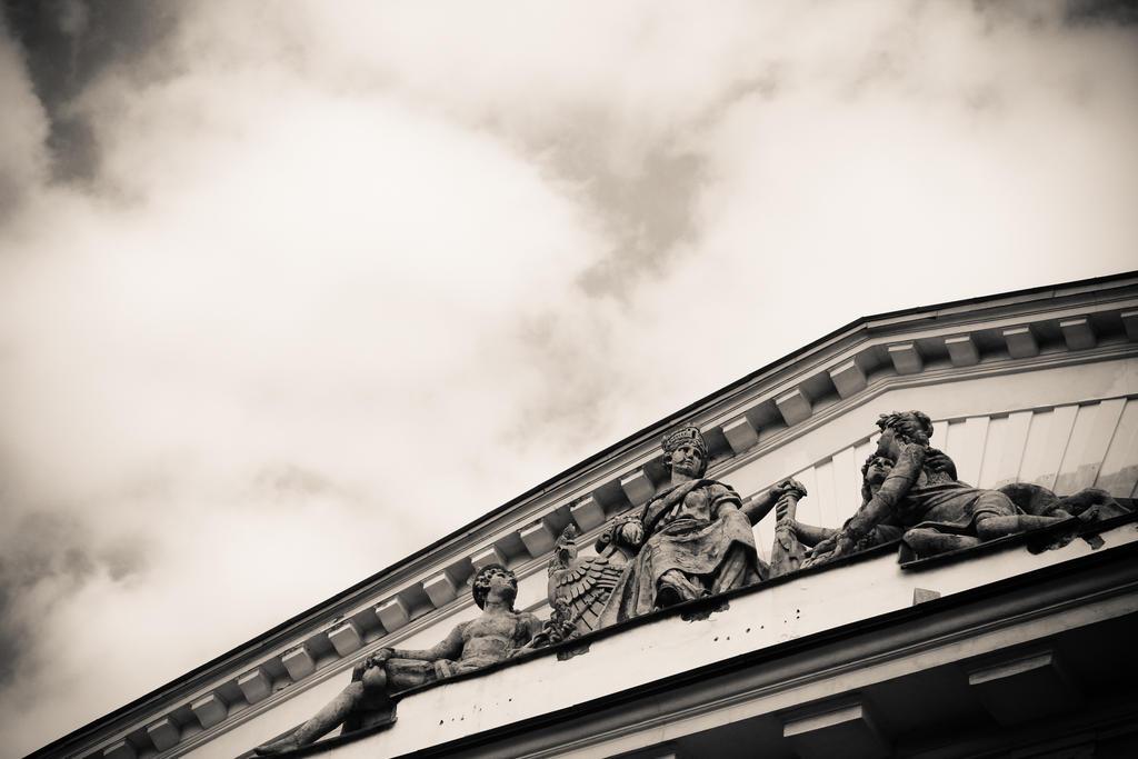 dark angle by shytiha