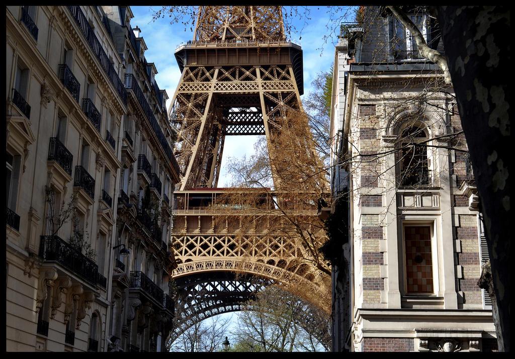 Paris- Eiffel Tower by pixini