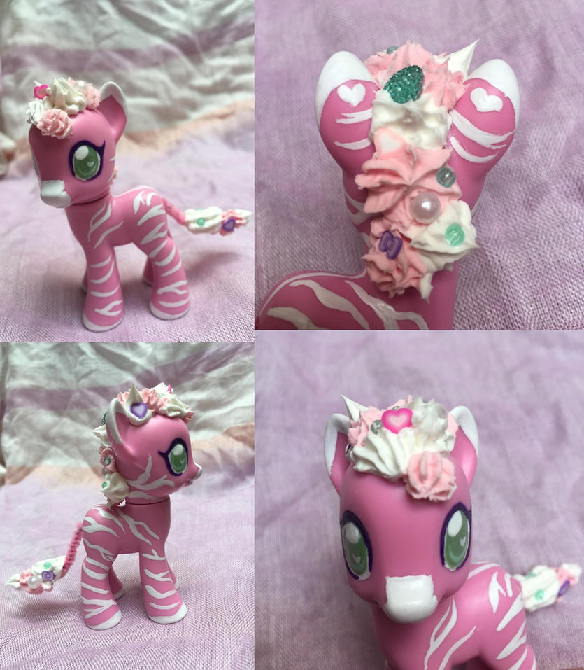Glazemane, a Valentine's Day Zebra by Bumblesweet
