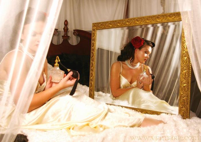 U ogledalu Memoirs_of_a_Pin_up_Girl_by_viamarie