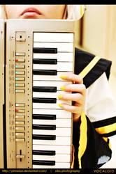 Vocaloid: Kagamine Len by yinneian