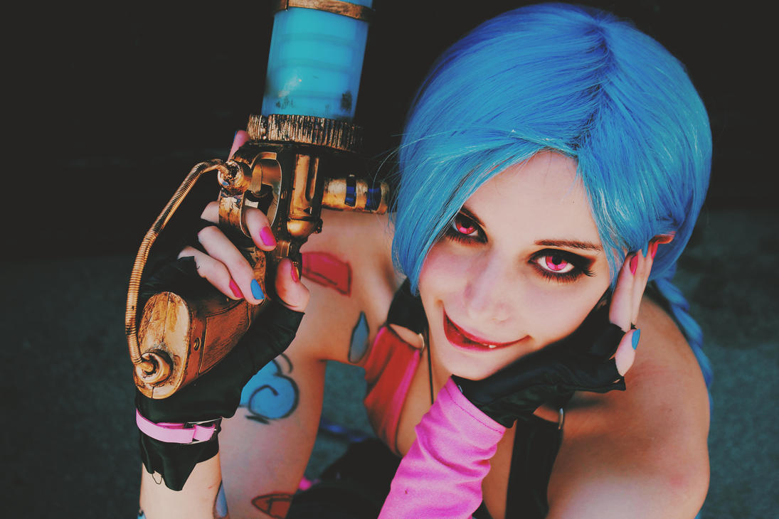 Jinx - League of Legends cosplay by ThelemaTherion