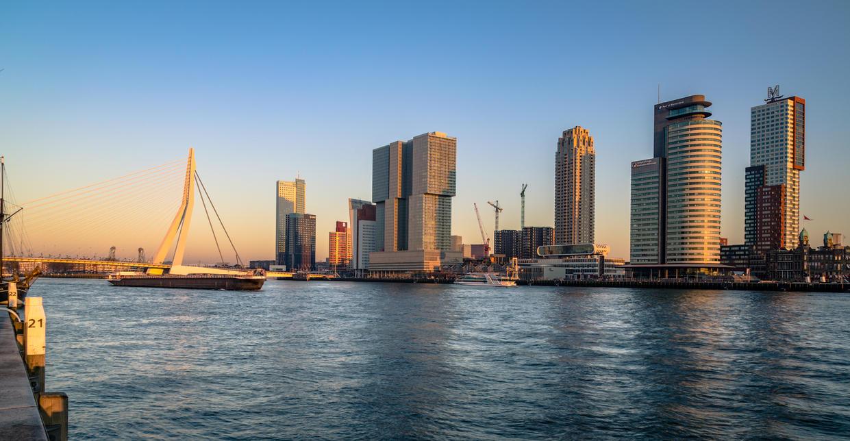 Winter sunglow Rotterdam by Lango77