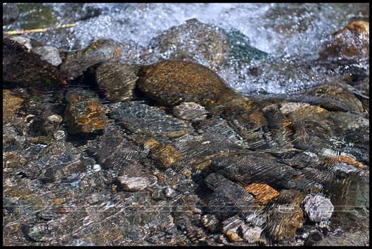 Rustling 'round the rocks