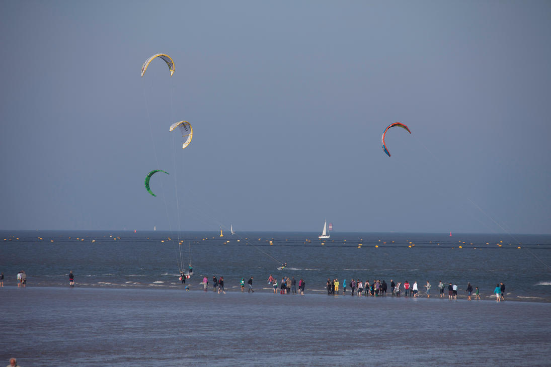 Kite surfing by JoergJohannMueller