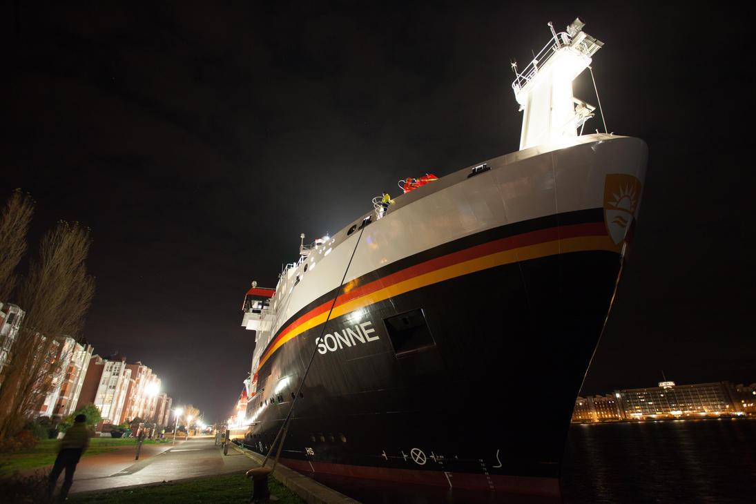 Research vessel 'Sonne' by JoergJohannMueller