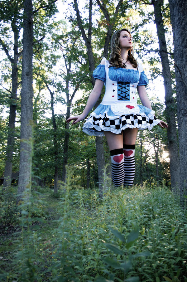 Alice In Wonderland: Big by SFLiminality