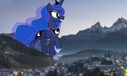 Luna visits welcoming town
