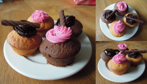 Mini cupcakes with cream topping