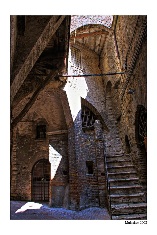 Perugian back-alley by malaskor