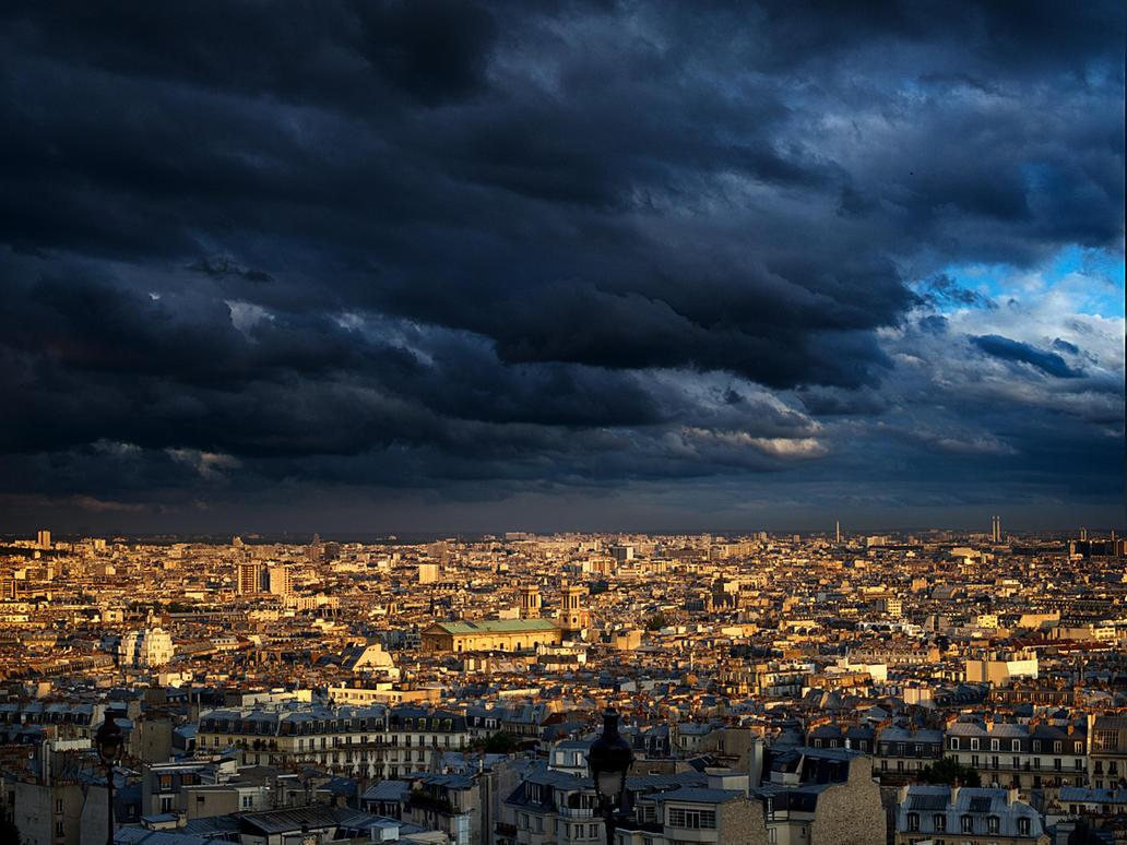 Paris at twilight by VaggelisFragiadakis