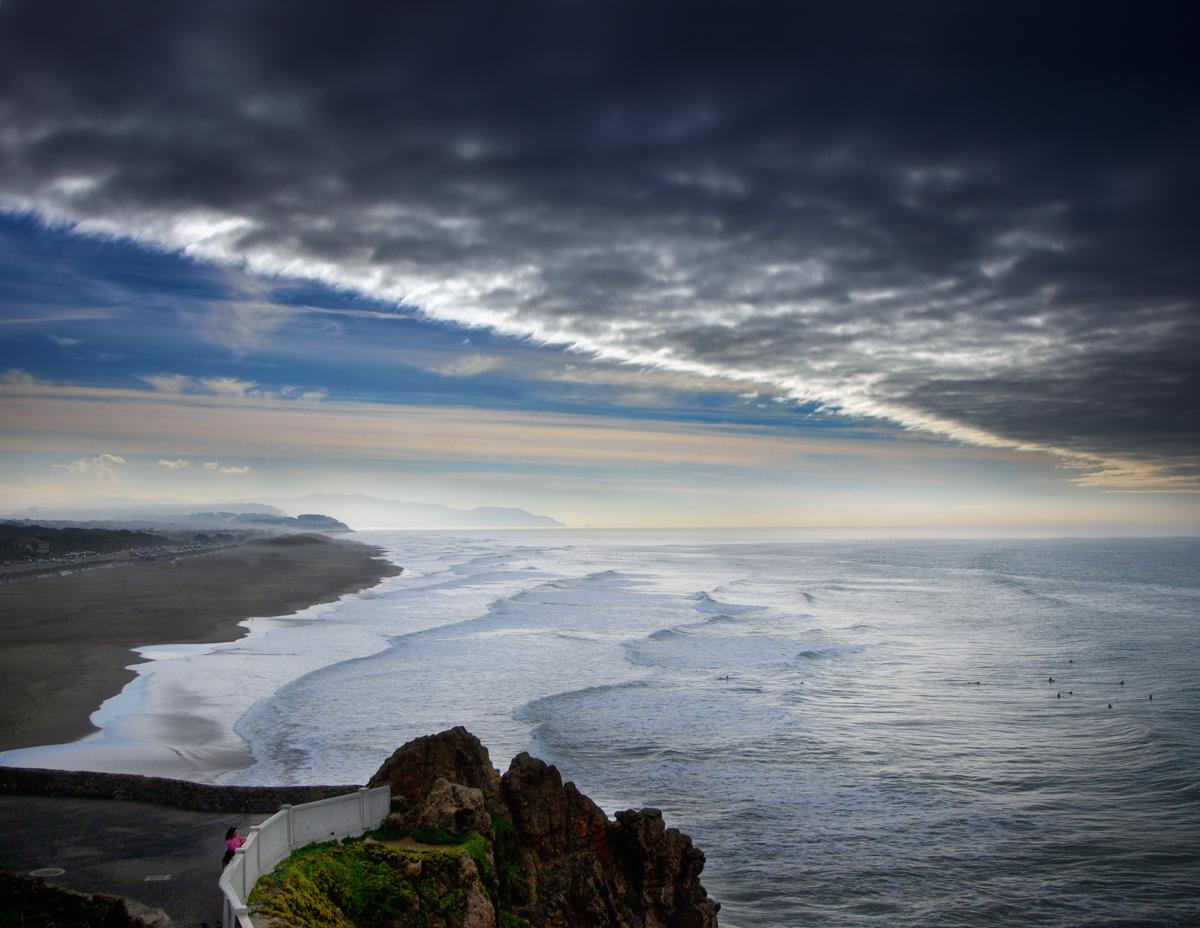 pacific ocean by VaggelisFragiadakis
