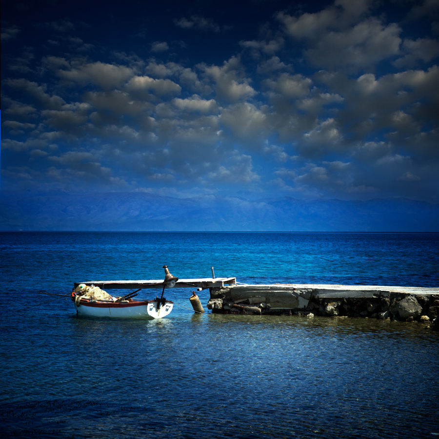 Plavo kao ... - Page 4 The_little_fishing_boat_____by_vaggelisf