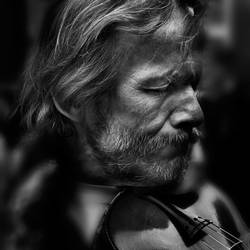 the violinist of Sacre Coeur by VaggelisFragiadakis