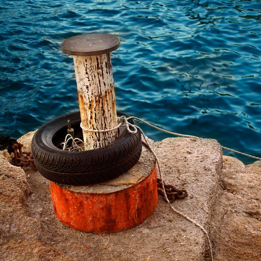 rings on waves, diamonds on rust.... by VaggelisFragiadakis