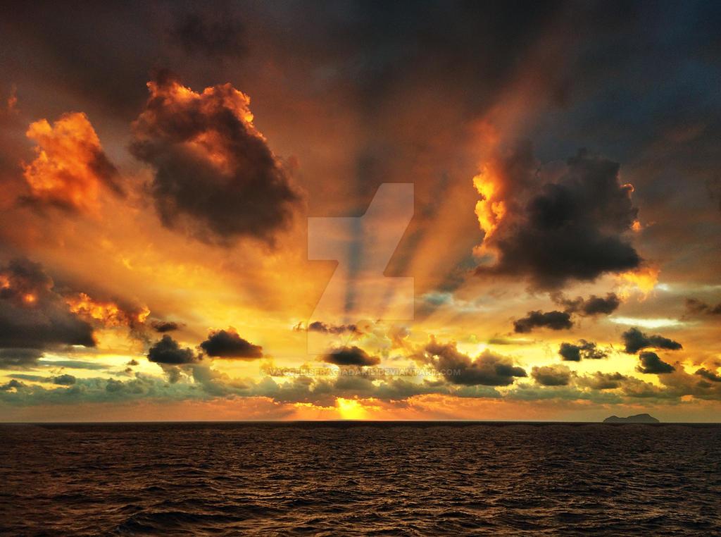 sky inferno.... by VaggelisFragiadakis
