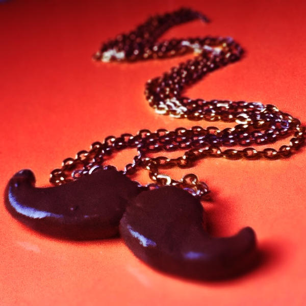 Mustache Chain by Lanilau