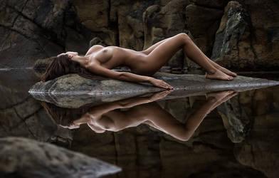 Mirror mirror... by pierrebernut