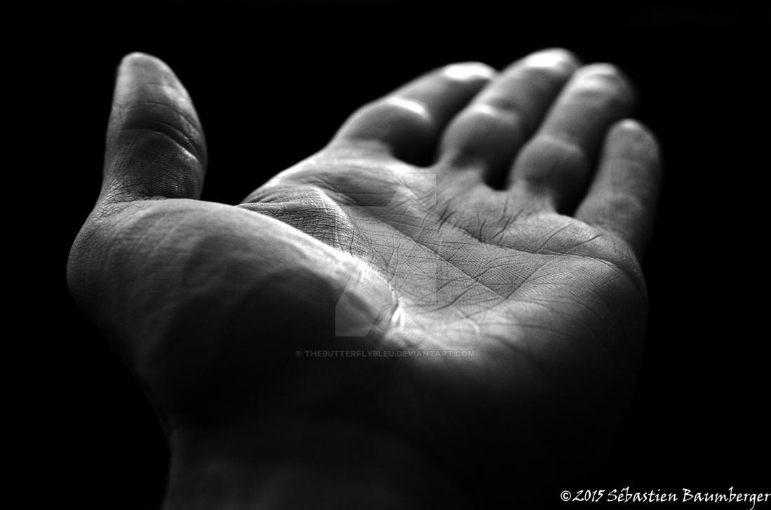 la main by thebutterflybleu