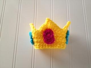 Knitted Princess Peach – Geek Crafts | 240x320