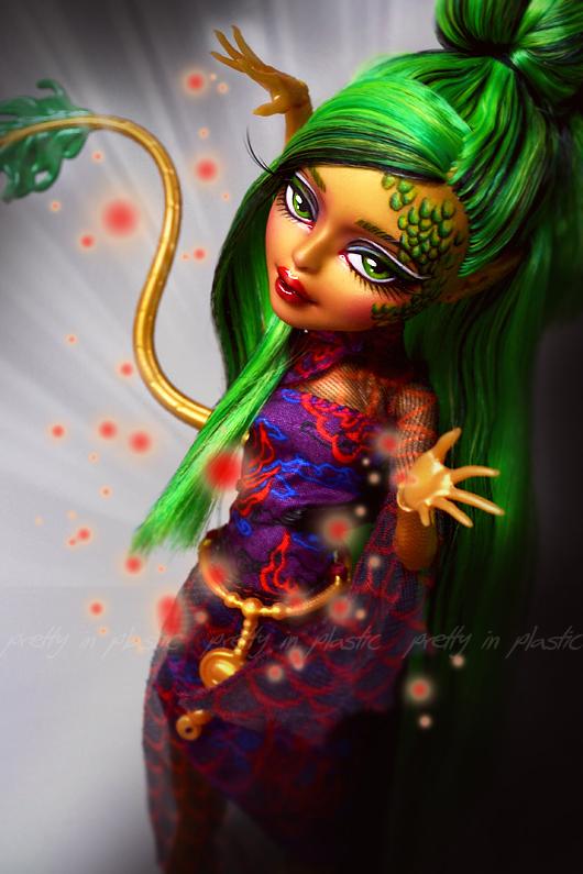 Jinafire Long repaint Monster High Scaris by prettyinplastic on