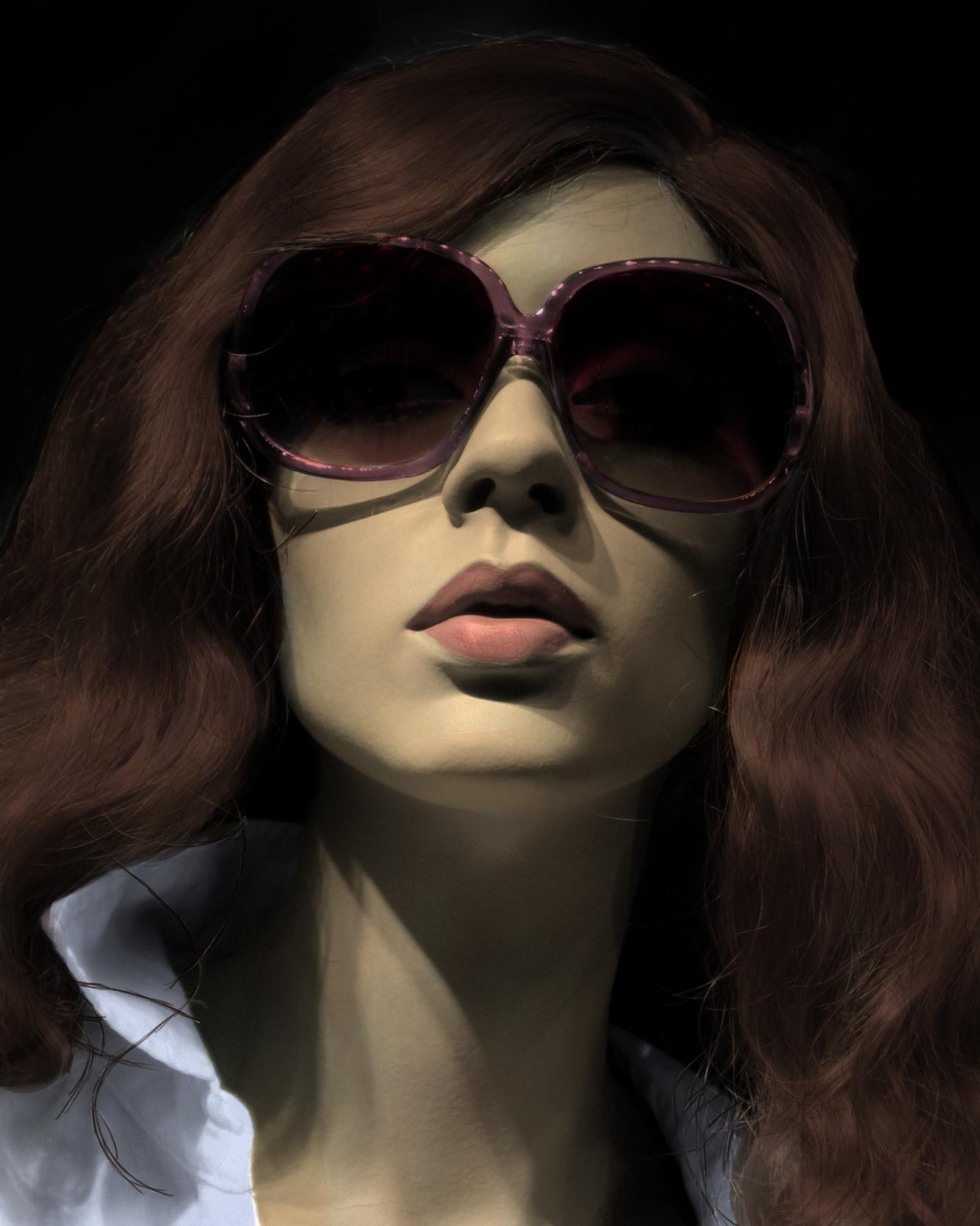 istek : Güneş Gözlüğü Takmış İnsan Resimleri