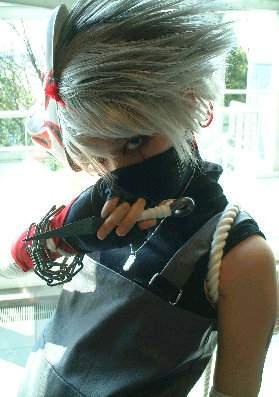 """Obrázek """"http://fc05.deviantart.com/fs4/i/2004/259/5/8/Kakashi_Sensei___cosplay_by_malice_lime.jpg"""" nelze zobrazit, protože obsahuje chyby."""