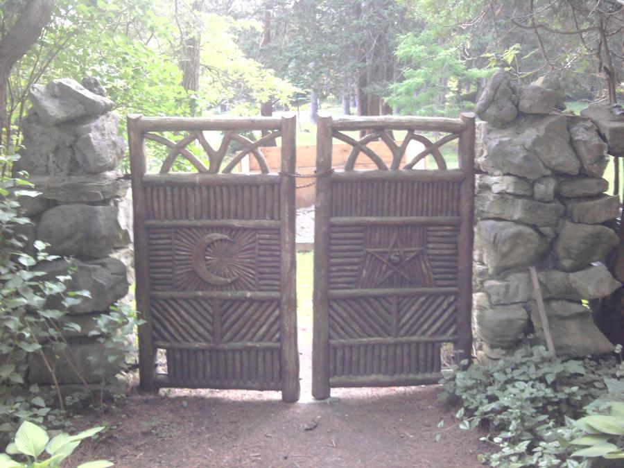 Garden gate by LastPoet